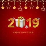 números 2019 del oro con la caja de regalo con las cintas de satén de oro, copos de nieve, estrellas colgantes en el fondo rojo c stock de ilustración