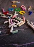 Números e letras coloridos dos gizes no quadro-negro Imagens de Stock Royalty Free