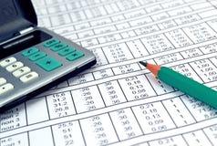 Números en el papel y la calculadora Fotografía de archivo libre de regalías