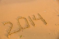 2014 números en la playa arenosa amarilla Imagen de archivo