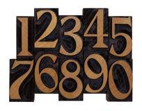 Números en los tipos de madera de la prensa de copiar de la vendimia imagenes de archivo