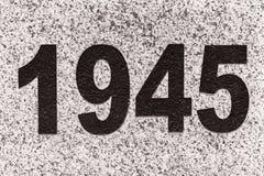 Números 1945 en una losa de mármol Imagenes de archivo