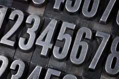 Números en viejo tipo del metal Fotos de archivo