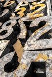 Números oxidados del vintage amarillo imagenes de archivo