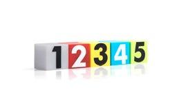 Números plásticos coloridos en el fondo blanco Imágenes de archivo libres de regalías