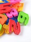 Números plásticos coloridos en un blanco Imágenes de archivo libres de regalías
