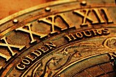 Números romanos en el reloj de sol Imagen de archivo libre de regalías