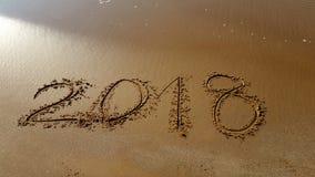 Números 2018 tirados na praia fotografia de stock royalty free