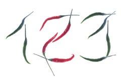 Números verdes rojos calientes de la pimienta de chiles del chile aislados en el fondo blanco Fotos de archivo libres de regalías