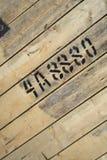 Números y letras escritos con la pintura en la madera Fotografía de archivo libre de regalías