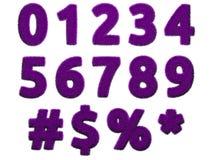Números y símbolos púrpuras de la piel en el fondo blanco Ejemplo digital aislado representación 3d Foto de archivo