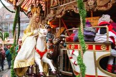 Nürnberg-Christkind-Symbol des Weihnachtsmarktes auf dem historischen Karussell Lizenzfreies Stockbild