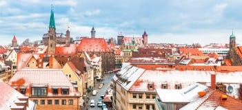 Nürnberg (Nürnberg), Deutschland-Luftansicht - schneebedecktes Panorama Stockfotos