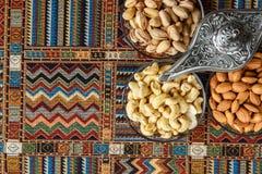 Nüsse auf einem Teppich Lizenzfreies Stockfoto