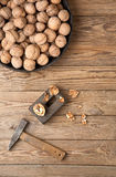 Nüsse aufgespalteter Hammer Lizenzfreies Stockbild