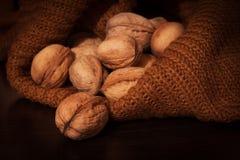 Nüsse in der Tasche Stockbilder