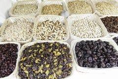 Nüsse in einem Markt Stockbilder
