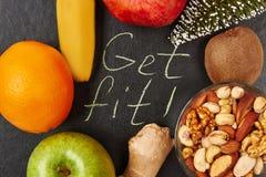 Nüsse, Früchte und Tannenbaum Lizenzfreies Stockbild