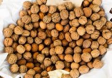 Nüsse im Freilichtmarkt in Italien Lizenzfreie Stockfotos