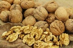 Nüsse sind eine sehr gesunde Mahlzeit, die im Herbst reift Stockfotografie