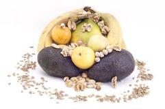 Nüsse und Frucht Stockfotos
