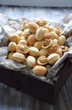 Nüsse vom Mürbeteig mit einer gekochten Kondensmilch stockbilder