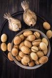 Nüsse vom Mürbeteig mit gekochter Kondensmilch stockfotografie