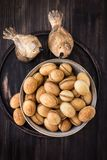 Nüsse vom Mürbeteig mit gekochter Kondensmilch stockfotos