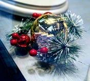 Nęcąca boże narodzenie ornamentu dekoracja Zamyka w górę fotografii dekorującej z czerwonymi piłkami i nowy rok gałąź złocista pi obrazy stock