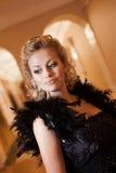 Blondynki kobieta z diamentową biżuterią z fryzurą i makeup Fotografia Royalty Free