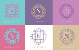 N信件淡色花卉组合图案线商标设计 库存例证