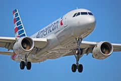 N12028: American Airlines Airbus A319-100 em YYZ Fotos de Stock