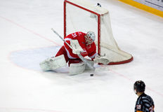 N. Bespalov (31) catch a puck Stock Images