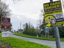 n Cartaz da beira da Irlanda e do protesto de Brexit fotos de stock