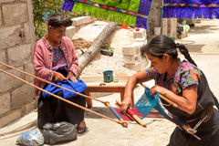 ¡ N de San Lorenzo ZinacantÃ, tecelagem mexicana das mulheres Imagens de Stock Royalty Free