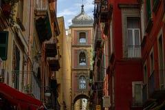 N die historische Mitte der Stadt dort ist die berühmte Straße für das Krippenhandwerk, über San Gregorio Armeno, Bestimmungsort  lizenzfreie stockbilder