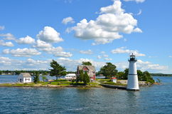 Één Eiland in Duizend Eilandengebied in val van de Staat van New York Stock Fotografie