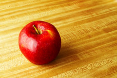 Één enkele appel voor een gezonde levensstijl Stock Afbeelding