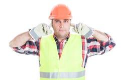 N'entendez aucun concept mauvais avec le constructeur masculin attrayant Photos stock