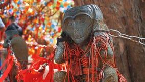 N'entendez aucune statue mauvaise de singe en Chine photos stock
