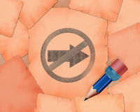 N'entrez pas dans ces symbole de direction et petit crayon avec lui Photos stock