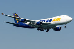 N412MC Atlas Air, Boeing 747 - 400F Royaltyfria Foton