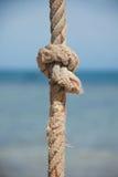 Nó na corda e no mar Fotos de Stock Royalty Free