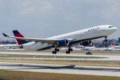 N812NW达美航空,空中客车A330-323 免版税库存照片