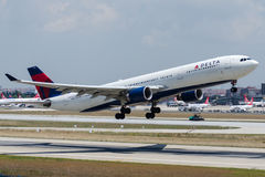 N812NW Delta Air Lines, Airbus A330-323 Royalty Free Stock Photos