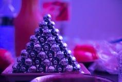N2O oxyde lachgas in de partij van de nachtclub stock foto