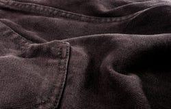 n?r du bekl?r objekt stonewashed textur f?r bomullstyg med s?mmar, omfamningar, knappar och nitar, makro royaltyfri bild