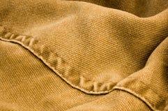 n?r du bekl?r objekt stonewashed textur f?r bomullstyg med s?mmar, omfamningar, knappar och nitar, makro arkivfoton