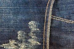 n?r du bekl?r objektbl?tt stonewashed f?r bomullstyg f?r urblekt jeans textur med s?mmar, omfamningar, knappar och nitar, makroen arkivbilder