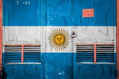 N?rbild av den gamla lagerporten med nationsflaggan stock illustrationer